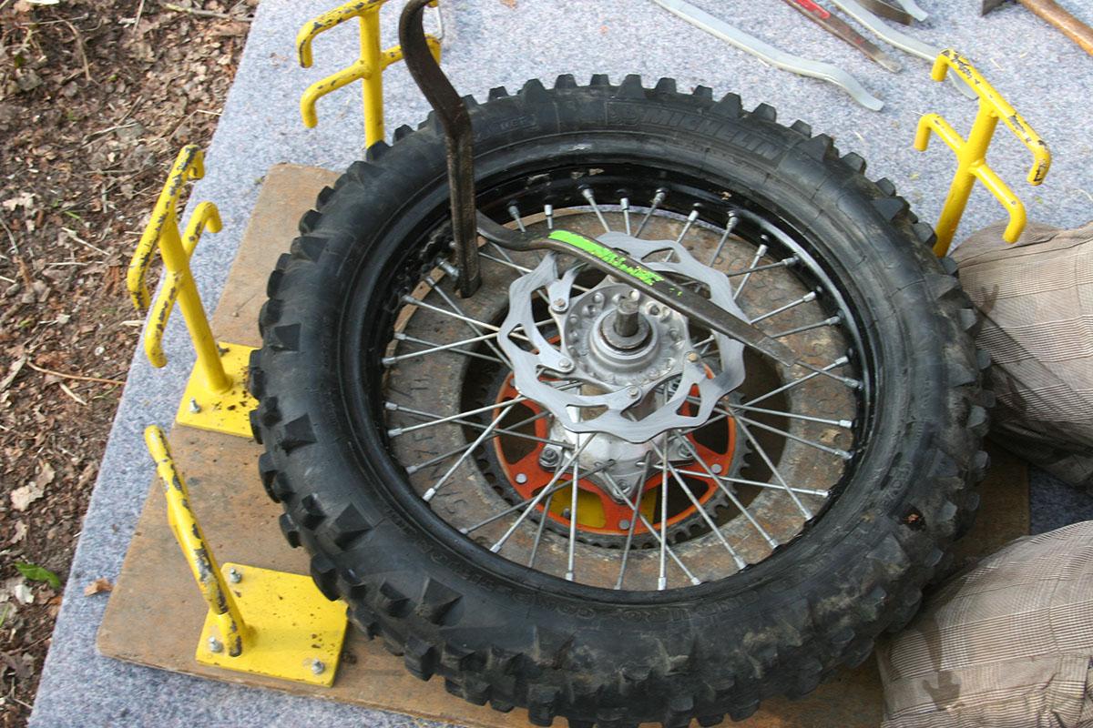 Monter un pneu moto